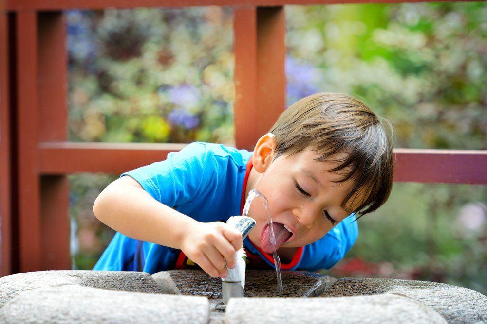 kid_drinking