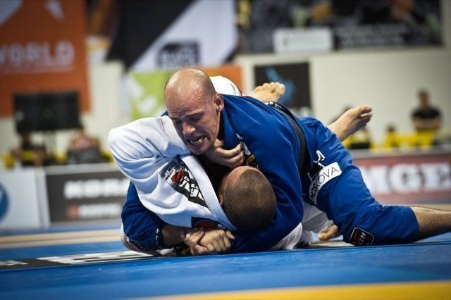 BJJ World Champion Xande Ribeiro has won many competitions with the armbar submission.