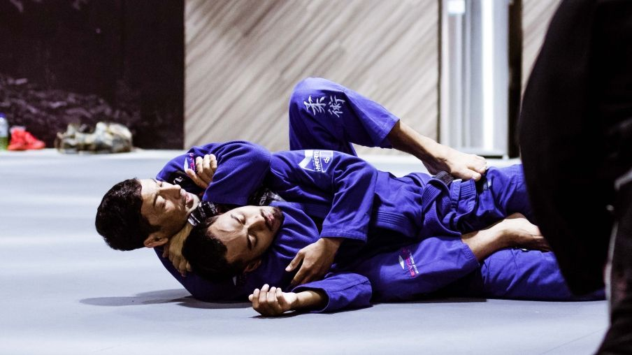 The Best BJJ Submissions For Smaller People | Evolve Vacation